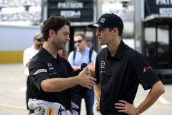 Гонщики Mazda Team Joest Харри Тинкнелл и Джонатан Бомарито