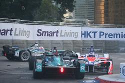 Авария: Феликс Розенквист, Mahindra Racing, и Лука Филиппи, NIO Formula E Team