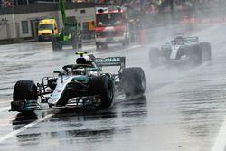 Valtteri Bottas, Mercedes-AMG F1 W09 and Lewis Hamilton, Mercedes-AMG F1 W09
