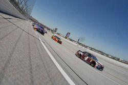 Kevin Harvick, Stewart-Haas Racing, Ford Fusion Busch Beer Flannel, Denny Hamlin, Joe Gibbs Racing, Toyota Camry FedEx Express