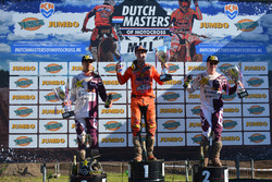 Podium, tweede plaats Gautier Paulin, Rockstar Husqvarna Energy Racing, eerste plaats Jeffrey Herlings, Red Bull KTM Factory Racing, derde plaats Max Anstie, Rockstar Husqvarna Energy Racing