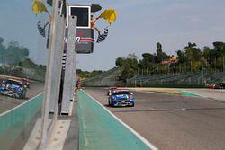 Il vincitore Gustavo Sandrucci, Cascioli by Melatini Racing, prende la bandiera a scacchi