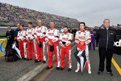 Ryan Blaney, Team Penske, Ford Fusion DEX Imaging crew