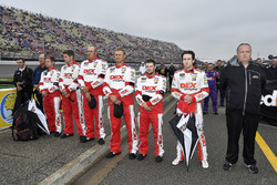 Ryan Blaney, Team Penske, Ford Fusion DEX Imaging crew
