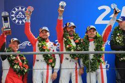 LMGTE Am podium: tweede plaats Thomas Flohr, Francesco Castellacci, Giancarlo Fisichella, Spirit of Race