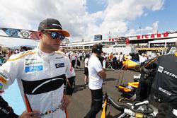 Stoffel Vandoorne, McLaren, on the grid