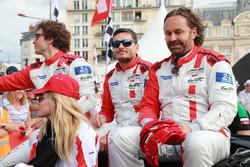 Гонщики Spirit of Race Томас Флор, Франческо Кастеллаччи и Джанкарло Физикелла