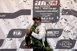 Podium: Race winner Yvan Muller, YMR Hyundai i30 N TCR