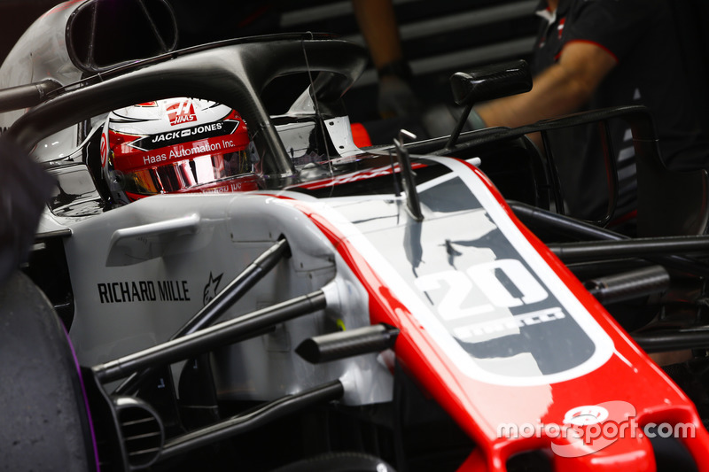6. Kevin Magnussen, Haas F1 Team VF-18, in the garage