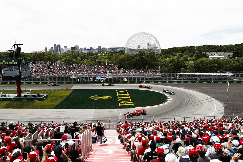 Sebastian Vettel, Ferrari SF71H, por delante de Valtteri Bottas, Mercedes AMG F1 W09, y Max Verstappen, Red Bull