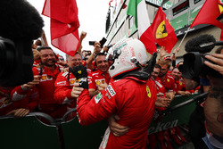 Sebastian Vettel, Ferrari, 1e plaats, in Parc Ferme