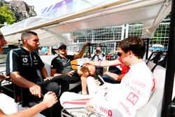 Nelson Piquet Jr., Jaguar Racing, Sébastien Buemi, Renault e.Dams, Jose Maria Lopez, Dragon Racing, nella drivers parade