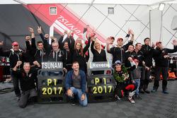 Alessio Rovera e il team Tsunami RT festeggiano la vittoria della Porsche Carrera Cup 2017