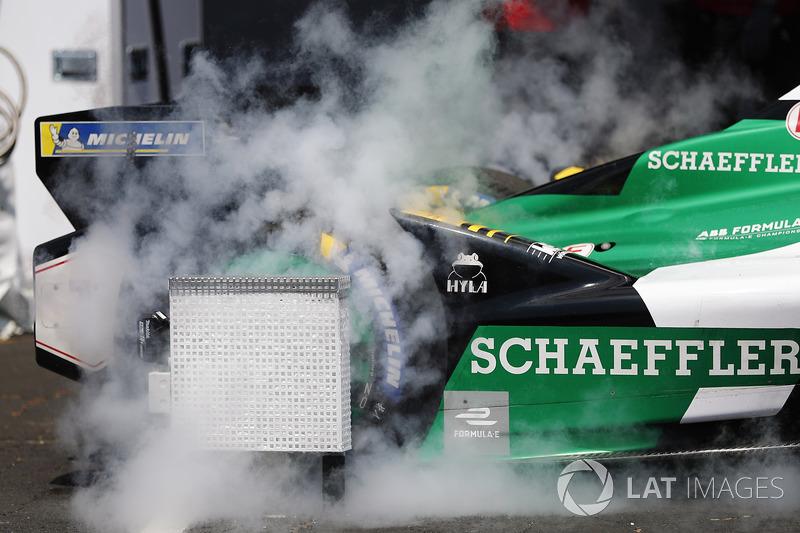 Ghiaccio secco su una Audi Sport ABT Schaeffler