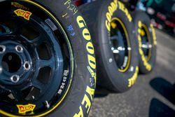 Jimmie Johnson, Hendrick Motorsports, Chevrolet Camaro Lowe's / Jimmie Johnson Foundation, general view, Good Year, tires