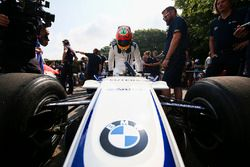 Karun Chandhok climbs in to the Williams FW26 BMW