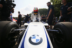 Karun Chandhok met de Williams FW26 BMW