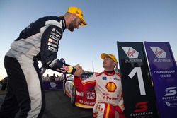 Yarış galibi Scott McLaughlin, DJR Team Penske Ford, 2. Shane van Gisbergen, Triple Eight Race Engineering Holden