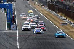 Start action, Gary Paffett, Mercedes-AMG Team HWA, Mercedes-AMG C63 DTM leads