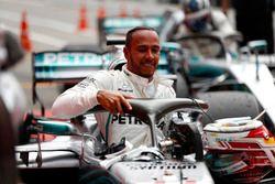 Lewis Hamilton, Mercedes AMG F1, celebra en parc ferme