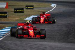 Kimi Raikkonen, Ferrari SF71H y Sebastian Vettel, Ferrari SF71H