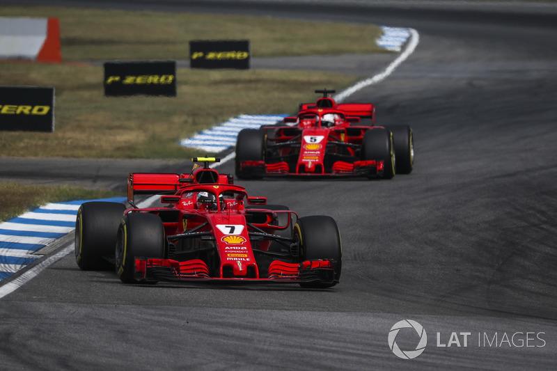Kimi Raikkonen, Ferrari SF71H delante de Sebastian Vettel, Ferrari SF71H