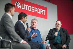 Edd Straw accueille sur scène Karun Chandhok., Gary Anderson et Glenn Freeman pour le podcast Autosport