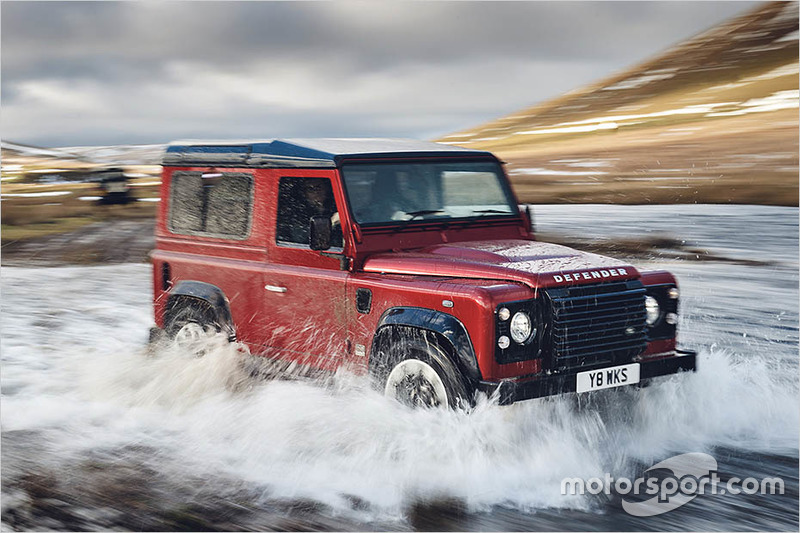 Land Rover Defender V8 Works 2018
