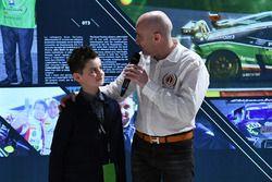 Armando Donazzan, proprietario Orange1 Racing e il giovane scrittore Alessandro 'Spiz' Vezzani