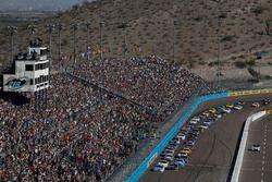 Ryan Blaney, Wood Brothers Racing Ford, Denny Hamlin, Joe Gibbs Racing Toyota, partenza