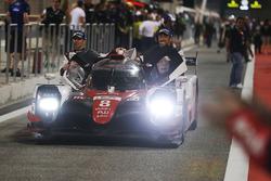 I vincitori della gara #8 Toyota Gazoo Racing Toyota TS050-Hybrid: Sebastien Buemi, Anthony Davidson, Kazuki Nakajima