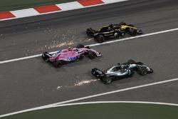 Lewis Hamilton, Mercedes-AMG F1 W09 EQ Power+, Esteban Ocon, Force India VJM11 and Nico Hulkenberg,
