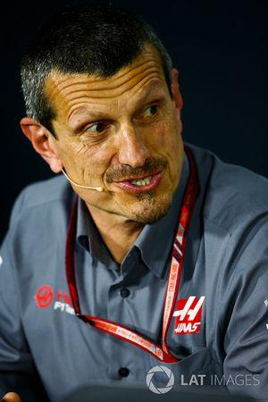 Günther Steiner, Team Principal, Haas F1, lors de la conférence de presse