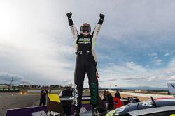 Yarış galibi Craig Lowndes, Triple Eight Race Engineering Holden
