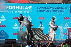 Jean-Eric Vergne, Techeetah, Andre Lotterer, Techeetah boivent le champagne sur le podium avec Sébastien Buemi, Renault e.Dams