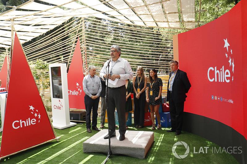 Ceremonia de inauguración del stand de E-Village de Ciudad de Chile