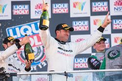 Podium tweede plaats Kenny Habul, Mercedes-AMG Team SunEnergy1 Racing viert feest