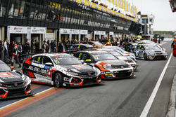 James Thompson, ALL-INKL.COM Münnich Motorsport Honda Civic Type R TCR, Rob Huff, Sébastien Loeb Racing Volkswagen Golf GTI TCR