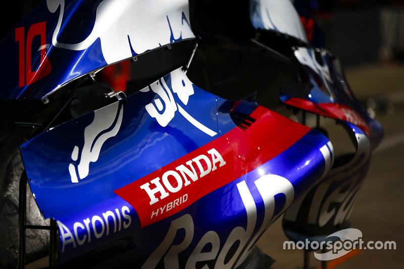 Logo Honda con una Toro Rosso STR13