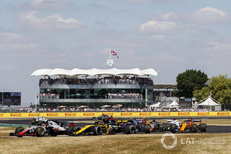 Kevin Magnussen, Haas F1 Team VF-18, Carlos Sainz Jr., Renault Sport F1 Team R.S. 18, y Pierre Gasly, Toro Rosso STR13