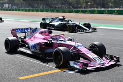 Sergio Perez, Force India VJM11 stops on the grid for practice start