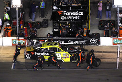 Matt Tifft, Joe Gibbs Racing Toyota, pit stop