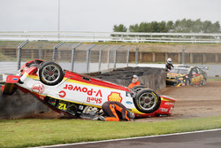 Fabian Coulthard, Team Penske Ford, David Reynolds, Erebus Motorsport Holden crash