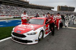 Ryan Blaney, Team Penske, DEX Imaging Ford Fusion crew