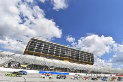 Austin Cindric, Team Penske, Fitzgerald Glider Kits Ford Mustang e Tyler Reddick, JR Motorsports Che