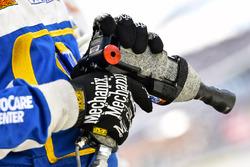 Chase Elliott, Hendrick Motorsports, Chevrolet Camaro NAPA Auto Parts, pistola smontagomme