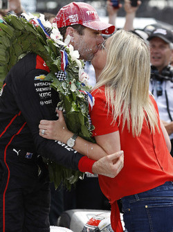 1. Will Power, Team Penske Chevrolet, mit Ehefrau Liz