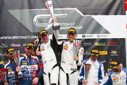 Ganadores #17 TF Sport Aston Martin V12 Vantage GT3: Derek Johnston, Marco Sorensen