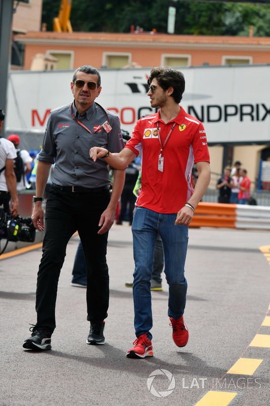 Guenther Steiner, Haas F1 Team Principal and Antonio Giovinazzi, Ferrari Test Driver