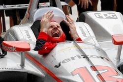 Ganador de la carrera Will Power, Team Penske Chevrolet